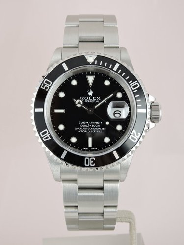 2000 Rolex Submariner Date 16610 - Box & Service Papers